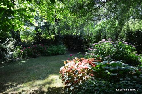 robe Julie,jardin,le flambé,lantanas,dahlias 023.JPG
