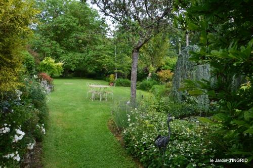 potager,chenille,pour le 18 juin,tour du jardin 048.JPG