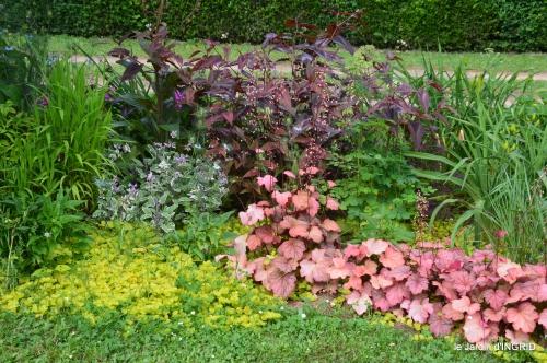 jardin,chez Bernadette,puces,cygnes,pluie 141.JPG