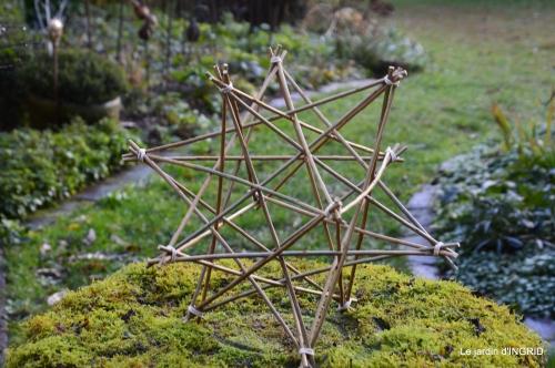 décos Noel au jardin,Sarlat,étoile en osier 186.JPG