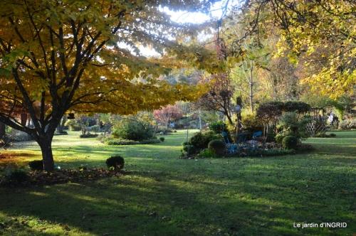 canal,automne,tonte des feuilles 089-001.JPG