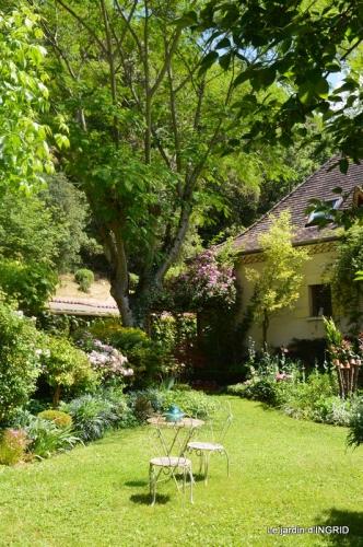 chez Fabien,tour du jardin,épouvantails 064.JPG