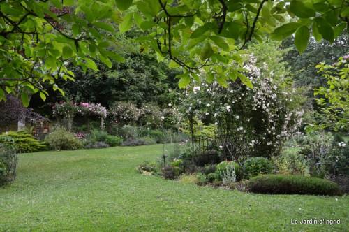 Arya,roses,cygnes,coulobre,nigelles,abeille,cabane 137-001.JPG