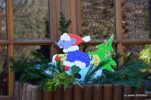 marché de Noel,décos extérieurs,couronnes,petits fruits 038.JPG