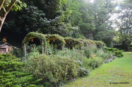 Meyrals,le Bugue,jardin 120.JPG