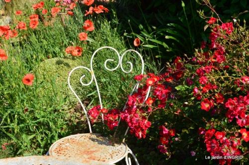 épouvantails ,jardin,roses 031.JPG