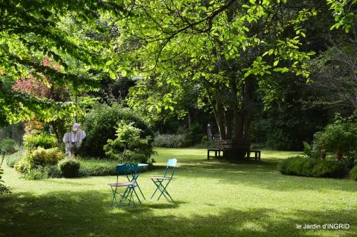 potager,chenille,pour le 18 juin,tour du jardin 060.JPG
