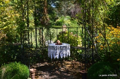 les Métallies,jardin ,visiteurs 051.JPG