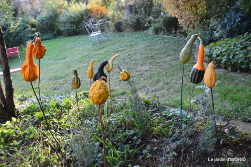 marché Issigeac,decos citrouilles,jardin automne,compo dahlias 091.JPG