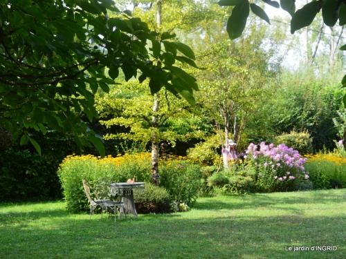 la Couze,les filles,jardin,bambous peints 058.JPG