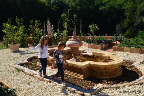 les filles,couronnes,jardins du Colombier 072.JPG