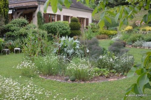 jardin en mai,visites bus,petit jardin 249.JPG