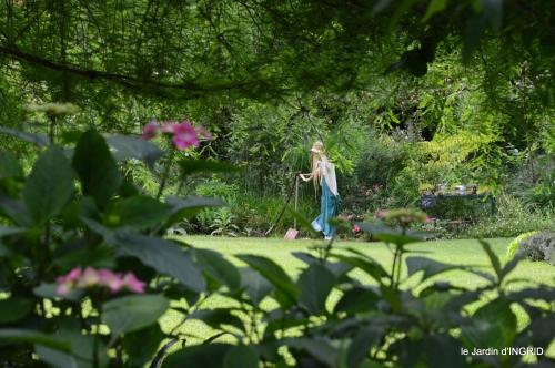 potager,chenille,pour le 18 juin,tour du jardin 057.JPG