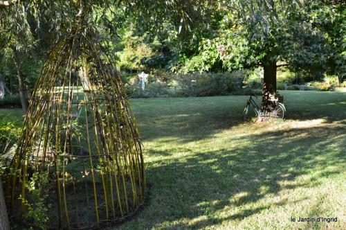 jardin,asters,fleurs blanches,chatte,rosiers roses 059.JPG