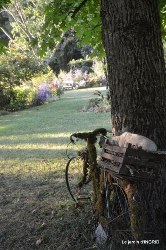 male ancienne,septembre jardin,couronne,bouquet 124.JPG