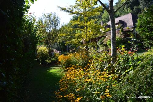 Belves puces,jardin,cygnes,bouquet blanc,arrosage 145.JPG