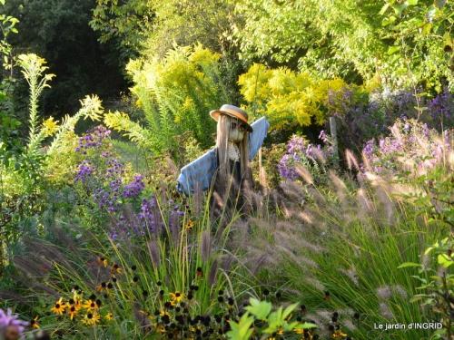 Neuvic,jardin,champignons canal 074.JPG