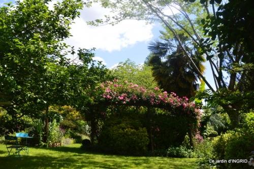 chez Fabien,tour du jardin,épouvantails 063.JPG