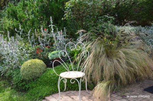 potager,chenille,pour le 18 juin,tour du jardin 073.JPG