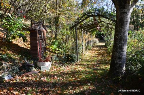Romefort,bord de Creuse,vent,feuilles,jardin,canal 104.JPG