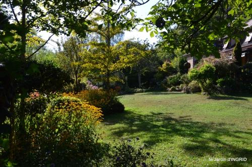 Belves puces,jardin,cygnes,bouquet blanc,arrosage 139.JPG