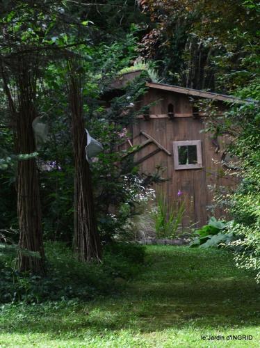 potager,chenille,pour le 18 juin,tour du jardin 059.JPG