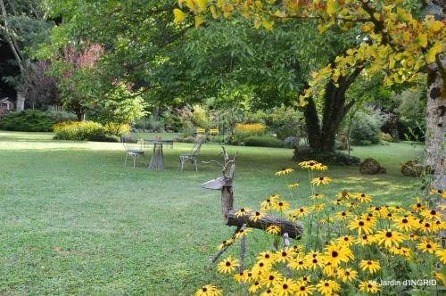 jardin,papillons,anniversaire d'Ines,bricolage 014.JPG