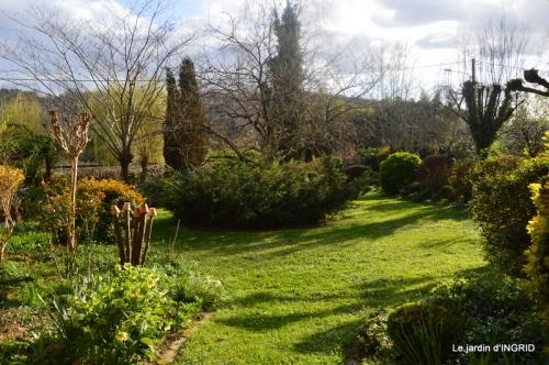 canal,jardin,dentelles 060.JPG