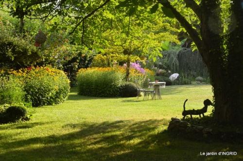 la Couze,les filles,jardin,bambous peints 076.JPG