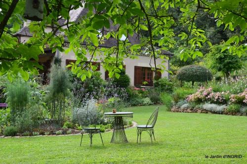 potager,chenille,pour le 18 juin,tour du jardin 050.JPG