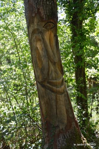 manthe religieuse,Lalinde marché,Land art au Colombier 104.JPG