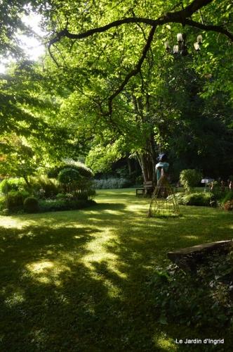 en juin jardin 157.JPG