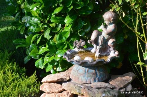 l'ange,puces Cadouin,Romane,piscine,phlox,échinacéas 006-001.JPG