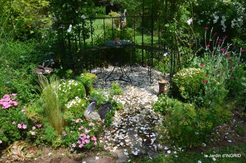 tour jardin de mai ,les épouvantails,préparation 120.JPG