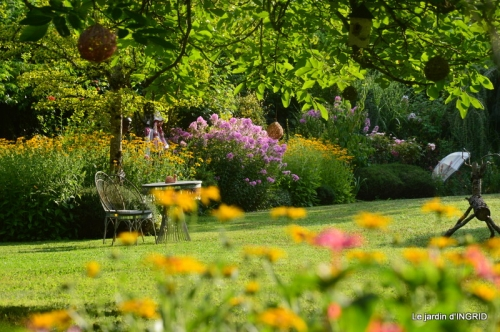 la Couze,les filles,jardin,bambous peints 066.JPG