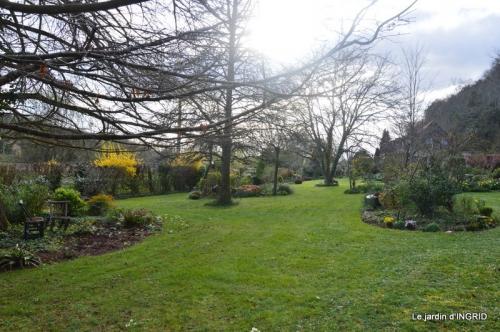 canal,jardin,dentelles 076.JPG