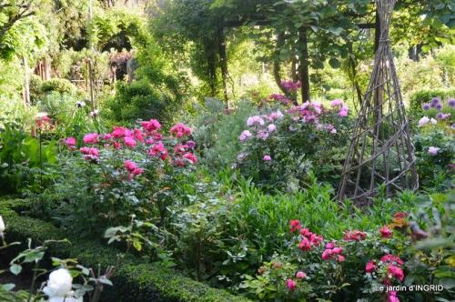 jardin en mai,visites bus,petit jardin 126.JPG