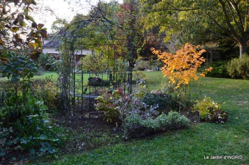 les arbres en automne,cabane 014.JPG