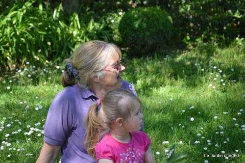 ancolies,jardins de la Brande,les filles et Caro 147.JPG